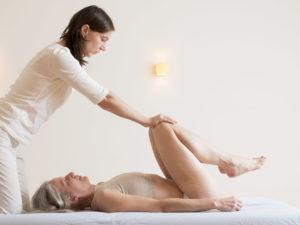 Schmerzen in den Knien und Meniskus Beschwerden lassen sich mit sanfter Chiropraktik gut behandeln.