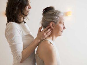 Chronische Kopfschmerzen lassen sich mit sanfter Chiropraktik behandeln – in der Kölner Innenstadt