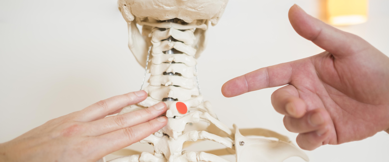 Chronische Kopf- und Nackenschmerzen mit sanfter Chiropraktik behandeln